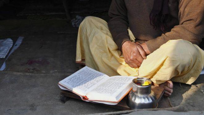 Novel Madhorubhagan menurut penulisnya, berdasarkan fakta sejarah.
